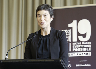 Photo of Louise Puslednik giving an acceptance speech at the 2019 ChooseMATHS Awards dinner